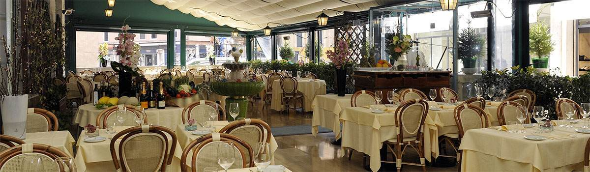 In the evening la terrazza offers its guests the unforgettable atmosphere of a traditional restaurant in venice for a candle lit dinner in the romantic